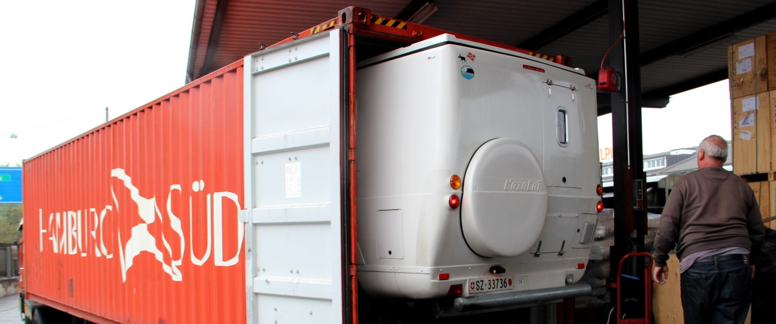 01 – Unsere Randulina wird in einen Container verpackt